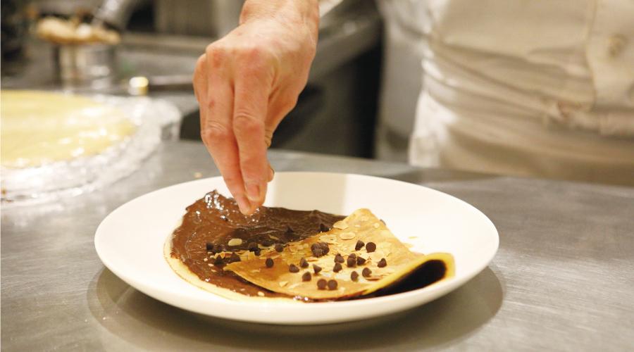 チョコチップやチョコクリームなど、さまざまな食感が愉しめる