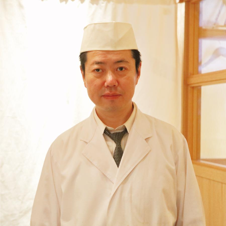 料理長八巻紀美雄 氏